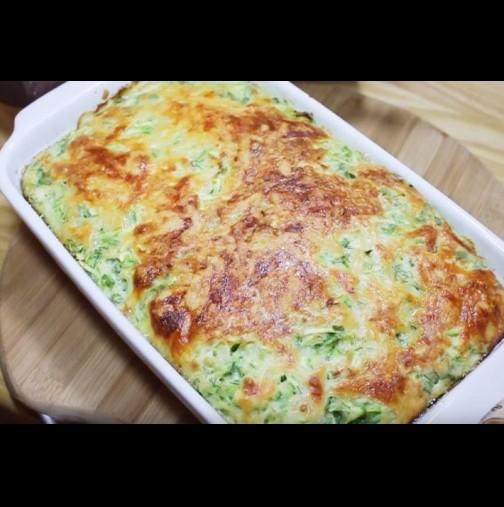 4 тиквички, 4 яйца и кашкавал - настъргвам, обърквам и пека. Изяждат даже и загорялото по тавата - толкова е вкусно: