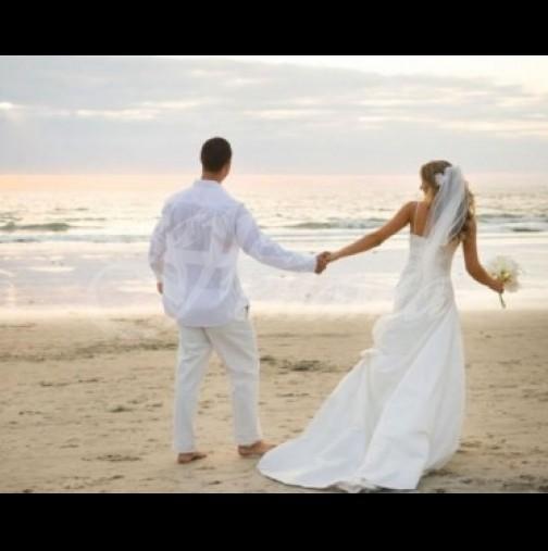 Младоженци запечатаха на снимка щастието си секунди преди трагедията