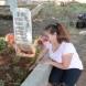 Почернената майка на бебето, което загина в катастрофата с Местан рови с ръце гроба-Бях най-щастливата майка