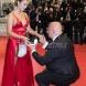 Той е на 63, а тя на 23-Е това е истнска любов! Предложи на любимата си на Червения килим в Кан-А дали е милионер!?