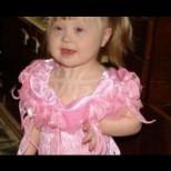 Таткото направи снимка на дъщеря си и изкрещя, когато видя кой стои отзад-Косата му се изправи!