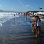 Ужас по морето-Плажовете под вода, заради високи вълни и мъртво течение
