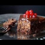 За да стане шоколадовият сладкиш размазващо сочен и нежен, ви тряба само 1 продукт - необичайно, но какъв ефект!
