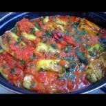Любимата лятна манджичка на малки и големи - пълнени чушки със сиренце в доматен сос. Няма спиране, докато не изтопиш и сосчето: