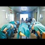Лекарите сведеха глава в мълчалив поклон пред 11-годишно момче