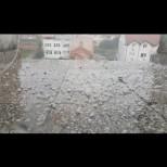 Мощна градушка удари Кърджали - ледени късове с размер на бобено зърно се посипаха от небето (Снимки):