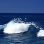 14-годишно момиче влезе в бурното море и не излезе