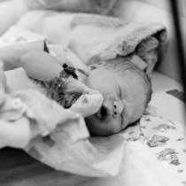 Жена разбра, че е бременна едва когато започна да ражда, но това не беше единствената изненада