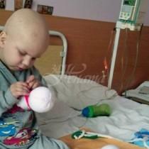 4-годишно дете само шие играчки, за да събере пари за операция-Ето какво се случи!