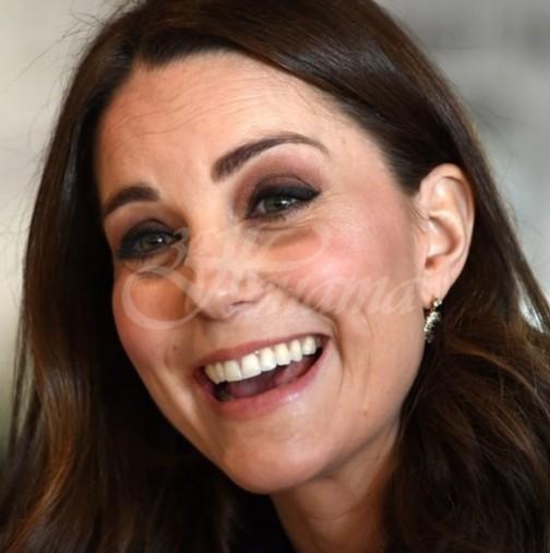 Кейт зарадва всички с тези непринудени снимки по къси гащи с малката принцеса (снимки)