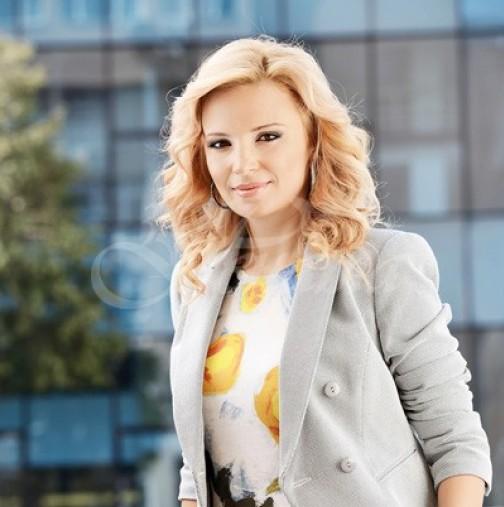 Ирина Тенчева на плажа изглежда като холивудска звезда - стилна, елегантна и с перфектна визия! Харесва ли ви? (Снимка):
