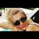 Гала лъсна без горнище на плажа в палаво видео (Видео):