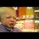 Дядо заведе в магазина 3-годишния си разглезен внук и само с една фраза се справи с истеричните му писъци