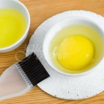яйце + мляко= копринена коса, яйце и банан= подхранва косата и я прави двойно по- гъста и още няколко маски