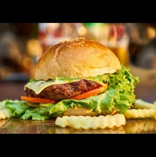 Дете почина 8 години, след като яде заразен хамбургер: