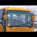 Побесняла жена нападна 4 деца в училищен автобус в Бенковски