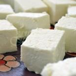 Вече сирене не купувам от магазина, откакто разбрах колко лесно мога да си направя и сама и то по хиляди начини