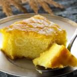 Яйца, малко грис и няколко лъжици мед и най- лесният сладкиш е готов и то на тиган, е че как да не го обожавам