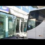 Автобус се вряза в сградата на автогара в София и предизвика паника сред чакащите! Има ли щети и жертви: