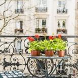 Мъж и жена загинаха, докато правят любов на балкона