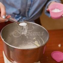 Всяка домакиня иска да има тази таблица-Сода за хляб-1 супена лъжица-25 г, Сметана-1 чаша-320 г