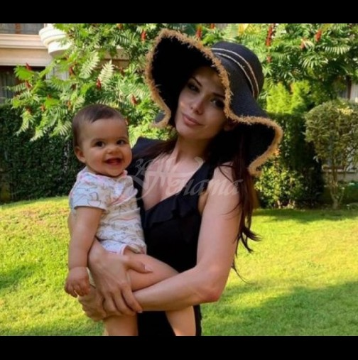 Преслава разхожда дъщеря си в количка за 1300 лв - ето как изглежда скъпарското возило (Снимки):