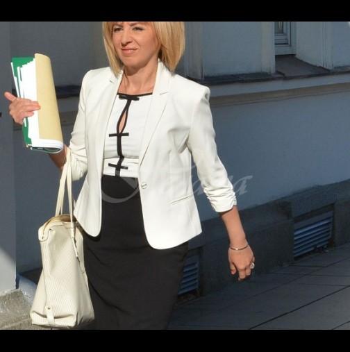 Мая Манолова шества сред бедни и инвалиди издокарана като за ревю: колко хилядарки струват тоалетите на омбудсмана? (Снимки)