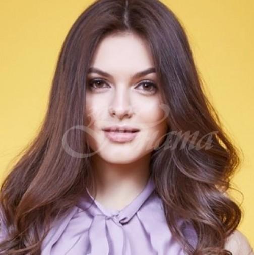 Блузите, които ще са най- актуални тази есен и зима- стил и класа за всяка дама (Снимки)