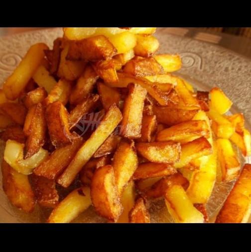 Вкъщи обожаваме картофките да хрупкат, затова преди пържене задължително ги кисна така - хващат перфектната златна коричка: