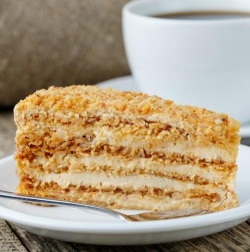 Класиката в тортите- няма някой, който да не я обича, толкова лека и топяща се в устата от първата хапка