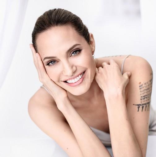 Анджелина Джоли се завърна по-красива и секси от всякога: