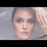 Анджелина разголи тяло и душа в откровена фотосесия - вижте провокативните кадри (Снимки):