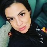 Деси Цонева се втали ударно след раждането преди месец - по-слаба е даже от преди! (Снимки):