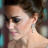 Любимият аксесоар на Кейт се превърна в хит сред жените - вече всички го носят (Снимки):
