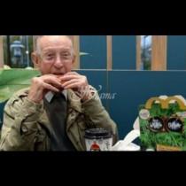 Старецът се разплака, след като близките му не дойдоха на рождения му ден, но на него му хрумна гениална идея!