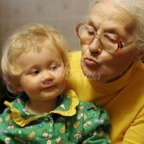 Трябва ли бабите и дядовците да се грижт за внуците си