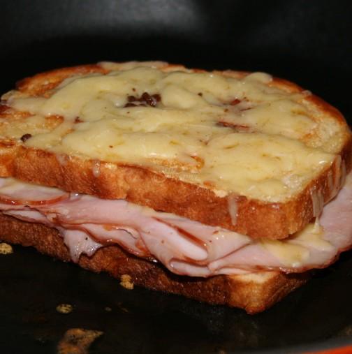 На вкус са между принцеса и пържена филийка - горещи сандвичи 2 в 1: зверска вкусотийка за нула време