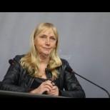 Европарламентът зажужа - Елена Йончева се появи на работа с насинено око и рана на лицето (Снимка):