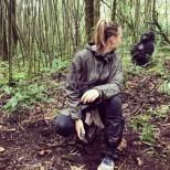 Мария Шарапова в опасна близост с истински горили