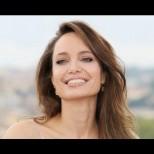 Защо, Анджелина? Джоли опна бръчки с ботокс и лицето ѝ стана восъчна маска (Снимки):