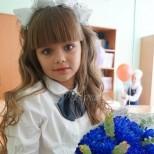 Виждали ли сте братчето на най-красивото момиченце на света-И двамата са ученици вече-Снимки