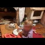 Сестрички ядоха тапети, за да оживеят, заключени вкъщи
