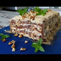 Кралска орехова торта без брашно - фантазия от целувки, орехи и шоколад. Толкова мека и нежна, че потъваш във вкуса ѝ: