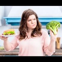 Тези 9 храни са табу за жени над 35 години - докарват депресия, сланинки и целулит: