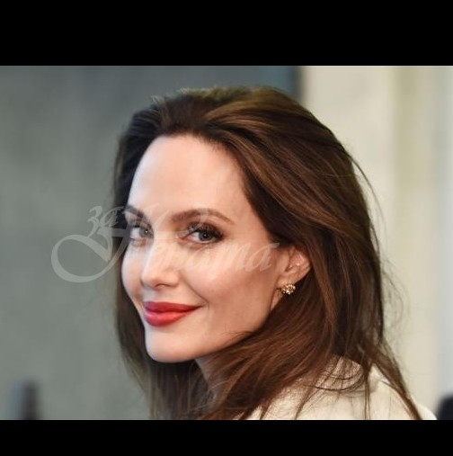 Салма Хайек показа как изглежда Анджелина Джоли без Фотошоп и грим /СНИМКА/