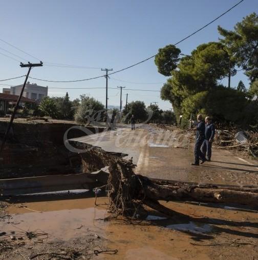 Адът слезе в Гърция-Мощен потоп удари страната-Има жертви и големи разрушения