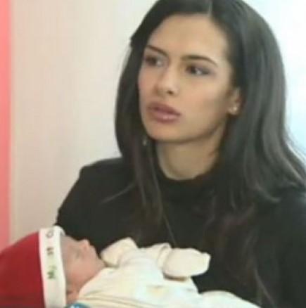 Водещата Жана показа бебето си