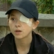 Силният дух на момиче с извадено око, загубило майка си