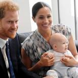 Първата коледна картичка на Хари и Меган с бебето в центъра