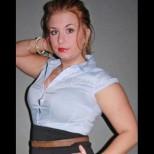 Пухкавелка спря алкохола и тялото ѝ се промени до неузнаваемост (Снимки преди и след):